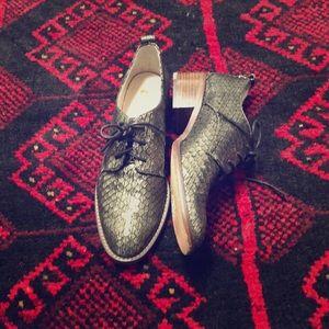 Metallic Lace Up Dress Shoes 😍